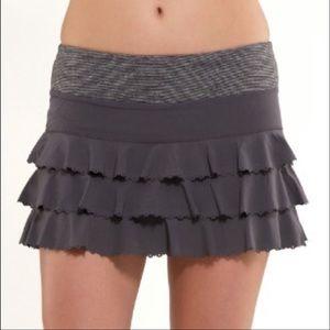 Lululemon Run Weightless Coal Gray skirt skort
